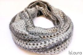 Come realizzare un infinity scarf ad uncinetto