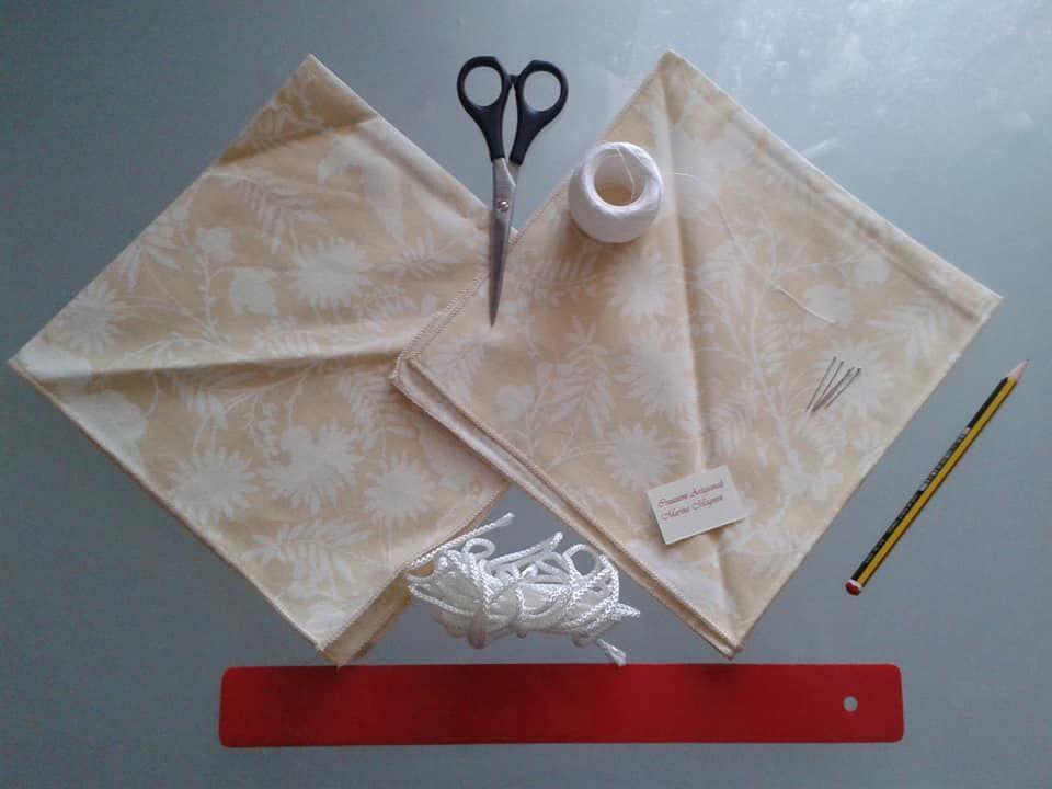 materiali per cucire un sacchetto di stoffa