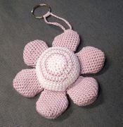 Creiamo un fiore portachiavi a uncinetto con schema e tutorial