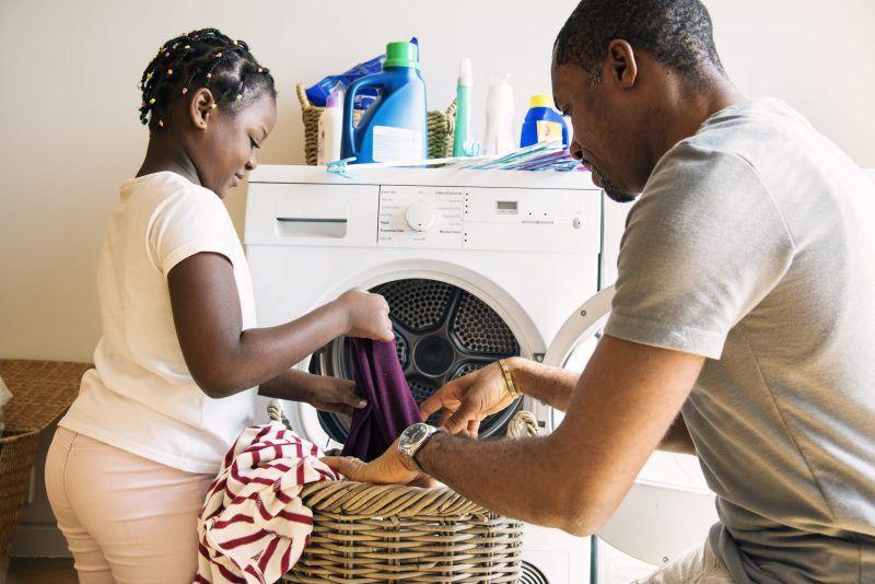 idee regalo per la festa del papa: aiuta papa nei lavori di casa